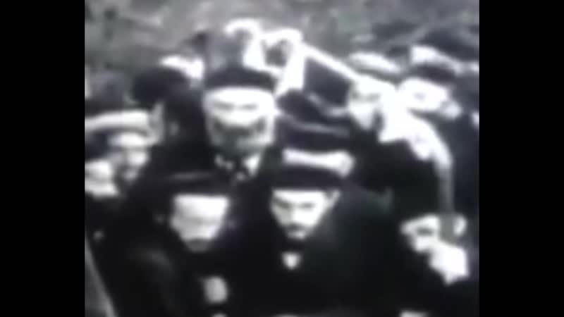 Der augenblick von Drachen/Reptilien juden, Bevor sie ins Lager geschickt werden