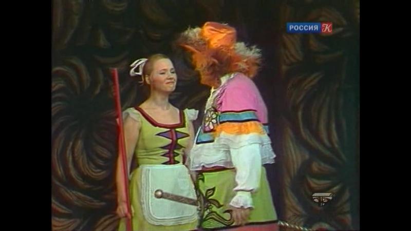Насмешил служанку, новым костюмом.(Отрывок из телеспектакля: Мещанин во дворянстве).