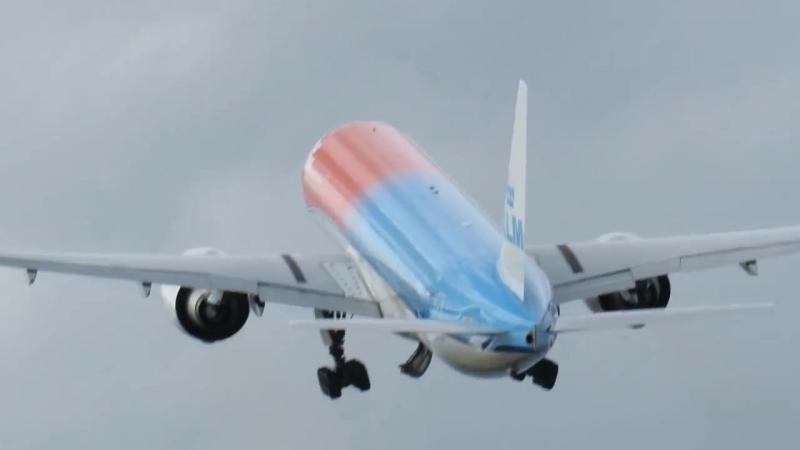 B777-300ER KLM QUITO-ECUADOR, TAKE-OFF
