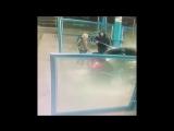 На автомойке в Краснодаре девушка начала докапываться до своего мужика, а тот окатил её напором воды