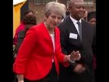 İngiltere Başbakanı May'in dansı Afrika gezisine damga vurdu