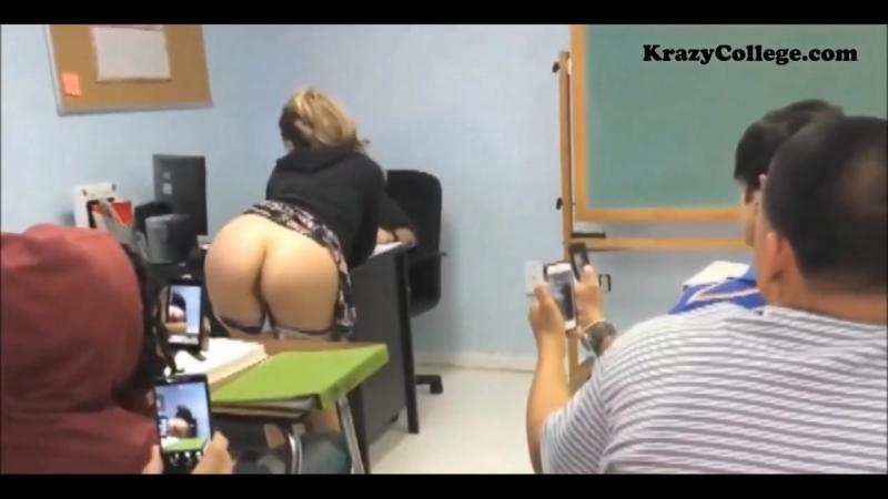 Студентка показывает попку на лекции