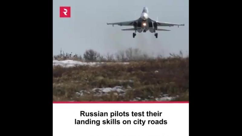 РУСКИЕ пилоты Воздушно Космических Сил тренируют приземление на автостраду