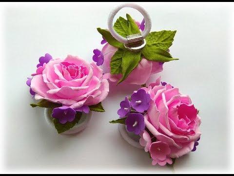 Простая резинка для волос с розой и мелкими цветами