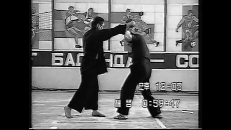Грандмастер Хапкидо Майкл Ким демонстрирует основные методы защиты от прямого удара