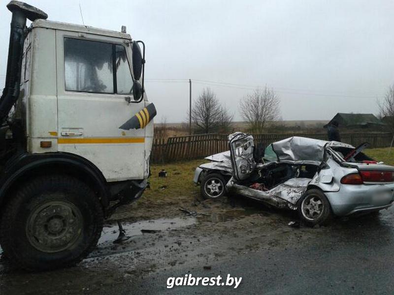 При столкновении с МАЗ погибла водитель легковушки, пассажир в реанимации
