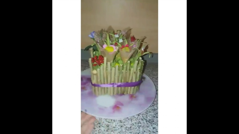 Все девочки от мала👶🏻 до велика👸 обожают цветы и не могут жить без сладостей 🍰🍧🍩 Собираясь на день рождения свидание или желая