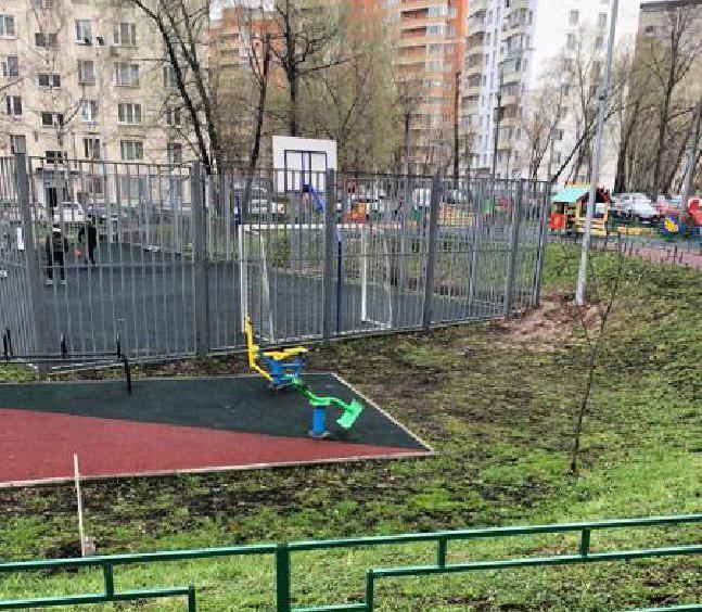 Спортивную площадку привели в порядок на Петрозаводской
