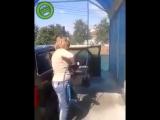 Женщина решила тщательно помыть свой автомобиль