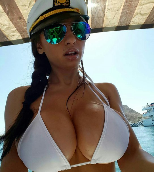 Milf with natural big tits clip picture