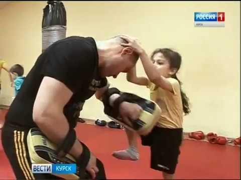 Дети в ударе: юные курянки делятся техникой тайского бокса