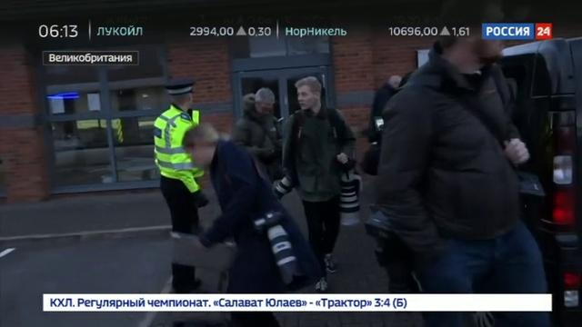 Новости на Россия 24 • Полиция взяла штурмом боулинг в Нанитоне, заложники освобождены