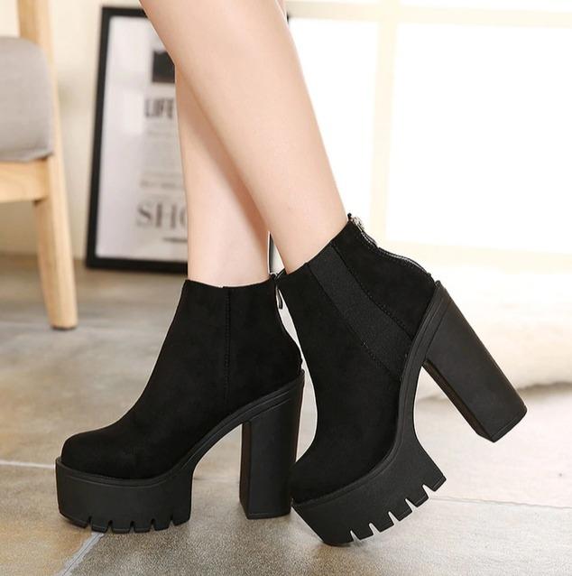 Черные ботинки -