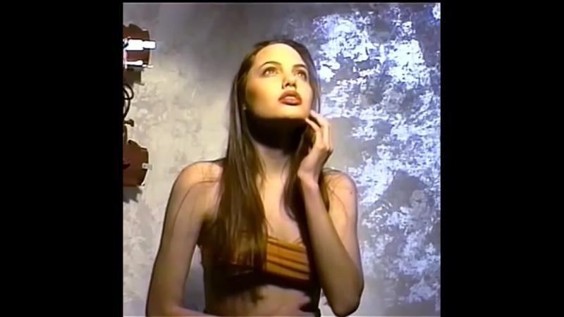 16 летняя Анджелина Джоли в качестве модели