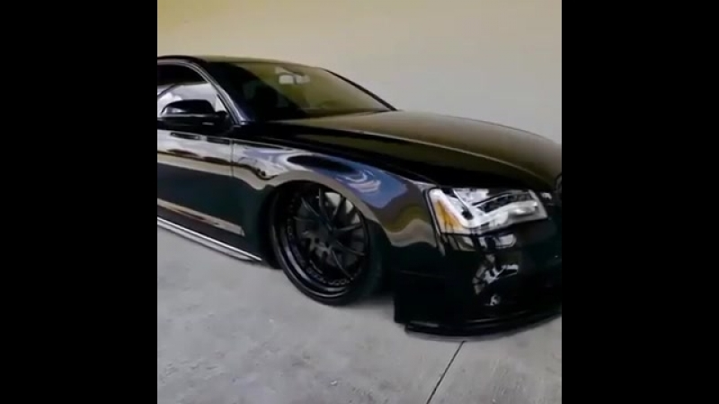 Бодрая Audi на пневме.mp4
