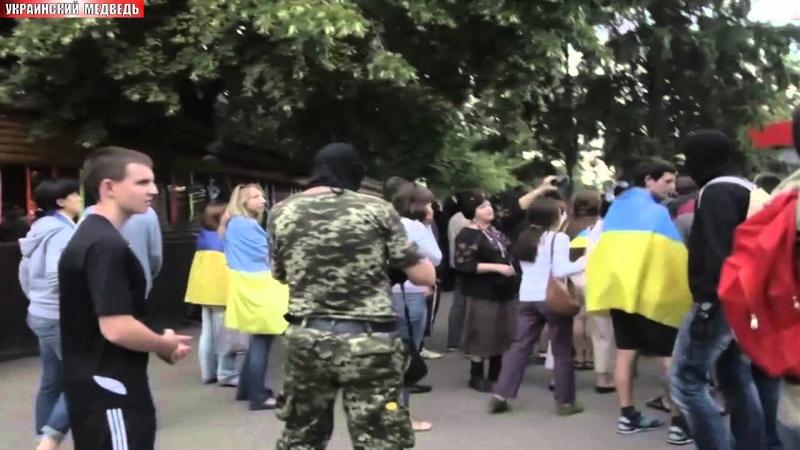 В Харькове побили майдаунов (полное видео,2е камеры)