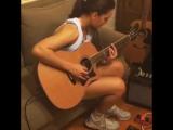 Девушка круто играет на гитаре (steph_strings)