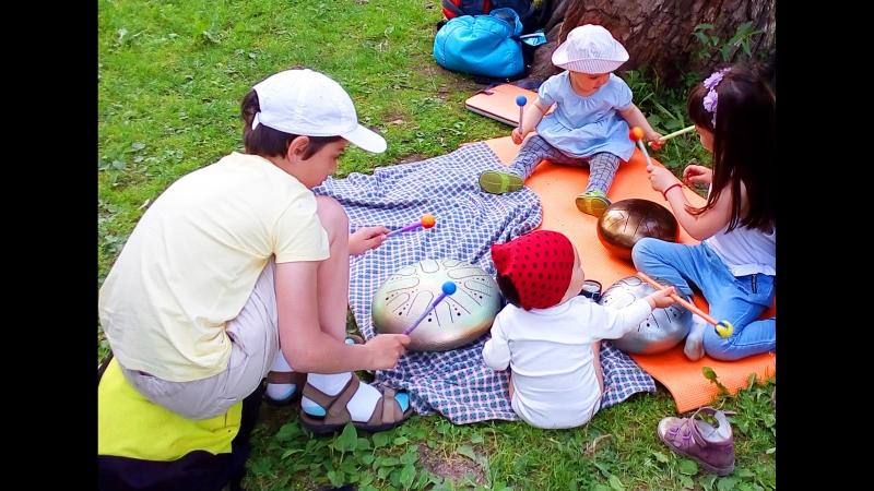 Глюкофоны в руках детей. Таврический сад.