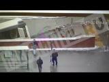 Автобус вылетел в подземный переход на Славянском бульваре