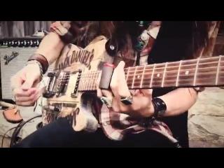 JUSTIN JOHNSON - Jack Daniel`s Whiskey Barrel Guitar.