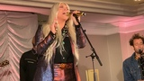 Kesha - Here Comes The Change (Los-Angeles 181118)