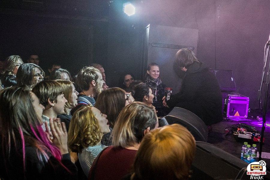 Большой зимний концерт группы «Мертвые дельфины»: город накрыло одеялом Анна Новак