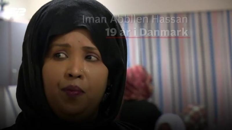 Danmark, Vollsmose. TV 2 på besøk i den somalisk kvinneforening Sahan i Vollsmose: Ikke en er i arbeid, ingen kan dansk 😡 » Freewka.com - Смотреть онлайн в хорощем качестве
