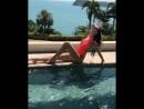 Анна Бузова позирует в купальнике