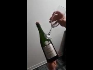 Как элегантно открыть бутылку шампанского (VHS Video)