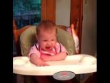 Когда детки первый раз пробуют клубнику  ? ?