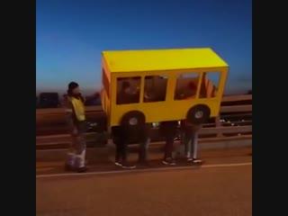 Шутники прикинулись автобусом