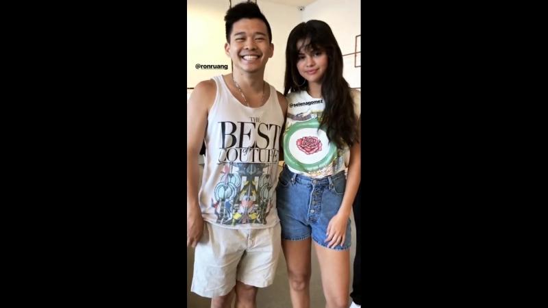 Селена с поклонником в Лос-Анджелесе (16 августа 2018 года)
