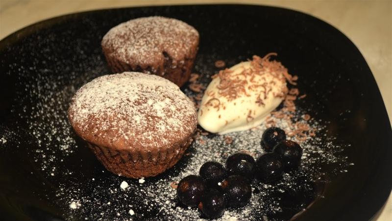 Шоколадные кексы с чёрной смородиной ( маффины) простой рецепт