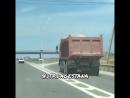 Уважаемые водители большегрузного транспорта, перевозя стройматериалы накройте их и привяжите чтоб камни, песок, все остальное н
