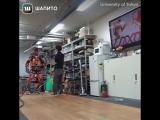 Японский робот катается на роликах и на скейте