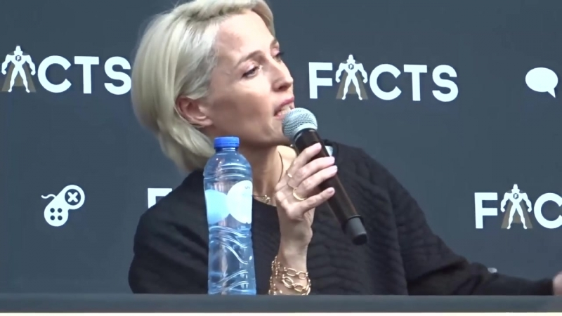 8.04.2018 - Facts Con Ghent- Gillian Anderson Sunday Panel