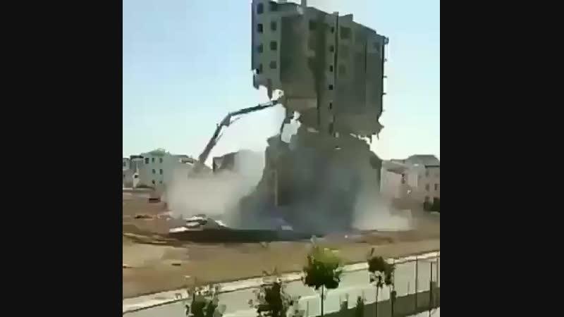 Снос здания.