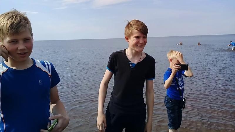 Заехали на белое море ножки помочить.