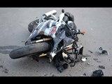 Мотоциклист за рикошетил между автомобилями