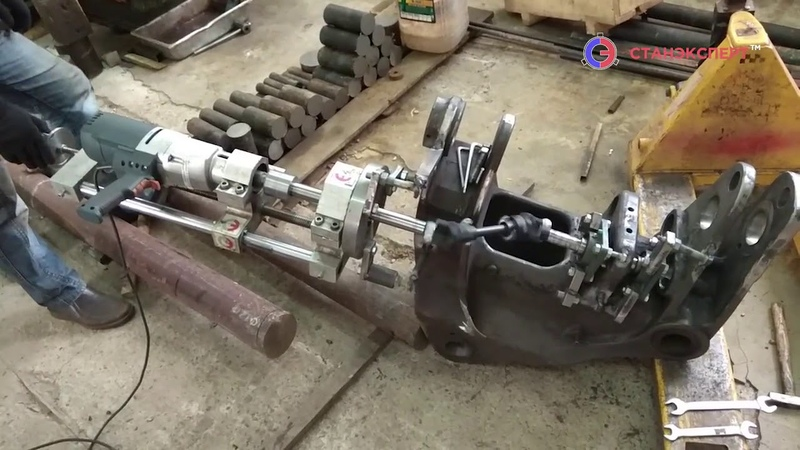 Восстановление разбитых отверстий поворотной каретки экскаватора погрузчика VOLVO