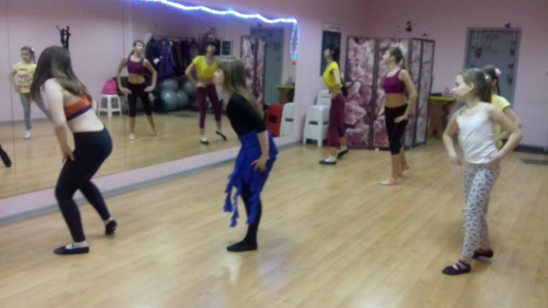 Группа Дети/Юниоры (8-15 лет). Направление - oriental dance.