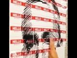 Художник нарисовал картину с Eminemom, состоящую из бэйджиков с надписью My name