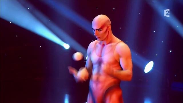 Viktor Kee - (Le Plus Grand Cabaret du Monde) www.circus.guru