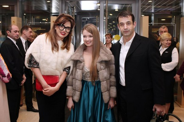 Дмитрий Певцов и Ольга Дроздова показали взрослую «приемную дочь»