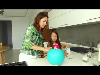 Челлендж пинаем мяч который сам делает мороженое вика в шоке  вики шоу