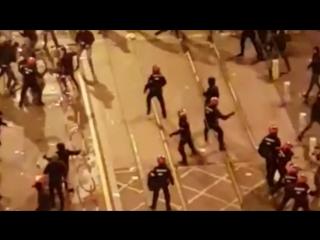 Полицейский Страны Басков погиб в Бильбао в результате столкновений с фанатами