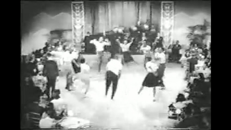 Whiteys Lindy Hoppers performing the Big Apple (1939)