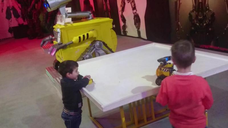 Выставка роботов. Wall-E