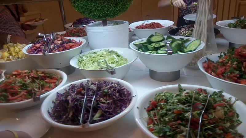мой муж обожает салаты