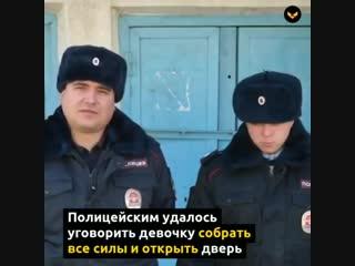 В Приморье двое полицейских спасли из огня семью из 5 человек